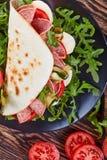 Ανοικτό σάντουιτς - ιταλικό piadina με τη μοτσαρέλα Στοκ φωτογραφίες με δικαίωμα ελεύθερης χρήσης