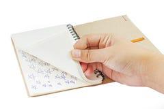 Ανοικτό σημειωματάριο χεριών Στοκ φωτογραφία με δικαίωμα ελεύθερης χρήσης