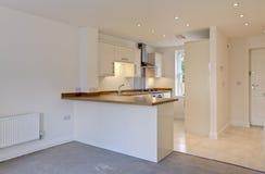 ανοικτό σχέδιο κουζινών Στοκ φωτογραφία με δικαίωμα ελεύθερης χρήσης