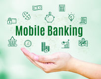 Ανοικτό χέρι με την κινητά τραπεζική λέξη και το εικονίδιο χαρακτηριστικών γνωρισμάτων, απαγόρευση Διαδικτύου Στοκ φωτογραφίες με δικαίωμα ελεύθερης χρήσης