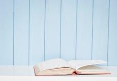 Ανοικτό antiquarian βιβλίο Στοκ εικόνα με δικαίωμα ελεύθερης χρήσης