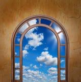 Ανοιχτή πόρτα στον ουρανό στοκ φωτογραφίες με δικαίωμα ελεύθερης χρήσης