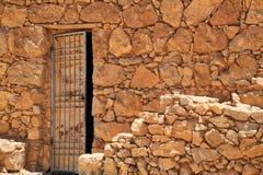 Ανοιχτή πόρτα στο κτήριο των καταστροφών σε Masada Στοκ Φωτογραφίες