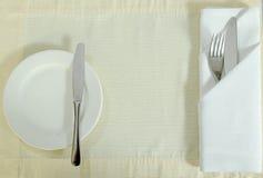Ανοξείδωτα μαχαίρι και πιάτο δικράνων Στοκ εικόνα με δικαίωμα ελεύθερης χρήσης
