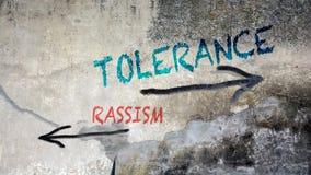 Ανοχή γκράφιτι τοίχων εναντίον Rassism στοκ εικόνα με δικαίωμα ελεύθερης χρήσης