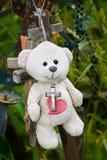 αντέξτε κόκκινο teddy καρδιών Στοκ φωτογραφία με δικαίωμα ελεύθερης χρήσης