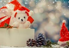 αντέξτε το δώρο κιβωτίων teddy Στοκ φωτογραφία με δικαίωμα ελεύθερης χρήσης