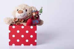 Αντέξτε το παιχνίδι και τα δώρα Στοκ εικόνα με δικαίωμα ελεύθερης χρήσης