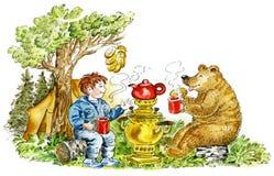 αντέξτε το τσάι κατανάλωσης αγοριών Στοκ εικόνες με δικαίωμα ελεύθερης χρήσης
