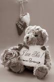 αντέξτε το teddy τρύγο βαλεντίνων χαιρετισμών s Στοκ φωτογραφία με δικαίωμα ελεύθερης χρήσης