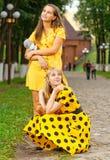 αντέχει τα κορίτσια teddy Στοκ φωτογραφία με δικαίωμα ελεύθερης χρήσης
