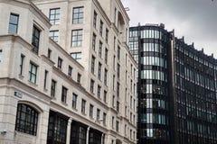 Αντίθεση χρώμα κτηρίων στο Λονδίνο, Ηνωμένο Βασίλειο στοκ φωτογραφίες με δικαίωμα ελεύθερης χρήσης