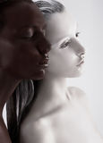 Αντίθεση Bodyart. Οι εθνικές γυναίκες χρωμάτισαν άσπρος και μαύρος. Περισυλλογή Στοκ Εικόνες