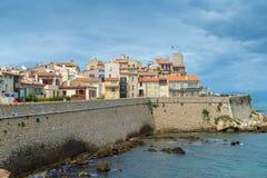Αντίμπες, Γαλλία - 13 Ιουνίου 2018: Η παλαιά πόλη του Αντίμπες και των προστατευτικών τοίχων πετρών του στοκ φωτογραφία με δικαίωμα ελεύθερης χρήσης