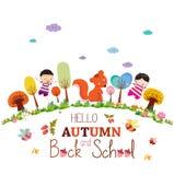 αντίο καλοκαίρι απολαύστε το ευτυχές χαμογελώντας έδαφος κοριτσιών και αγοριών φθινοπώρου γύρω από το υπόβαθρο Στοκ Φωτογραφία