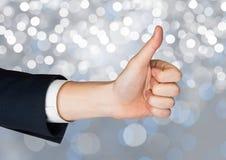 Αντίχειρες χεριών επάνω με το λαμπιρίζοντας ελαφρύ υπόβαθρο bokeh Στοκ εικόνα με δικαίωμα ελεύθερης χρήσης