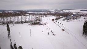 Ανταγωνισμοί αεροφωτογραφίας σε ένα βουνό slalom φιλμ μικρού μήκους
