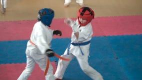 Ανταγωνισμοί παιδιών στις πολεμικές τέχνες απόθεμα βίντεο