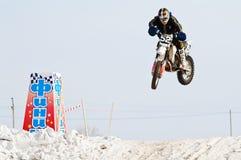 Ανταγωνισμοί στο μοτοκρός Διαδρομή χειμερινών φυλών Στοκ Εικόνα