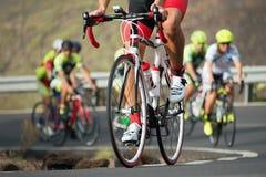 Ανταγωνισμός ανακύκλωσης, αθλητές ποδηλατών που οδηγά έναν αγώνα στοκ φωτογραφίες με δικαίωμα ελεύθερης χρήσης