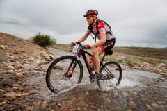 Ανταγωνισμός ποδηλάτων βουνών περιπέτειας άνοιξη Στοκ φωτογραφία με δικαίωμα ελεύθερης χρήσης
