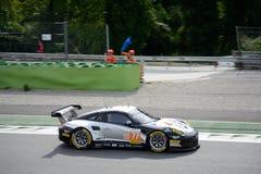 Ανταγωνισμός Porsche 911 RSR πρωτονίων στη δράση Στοκ εικόνες με δικαίωμα ελεύθερης χρήσης