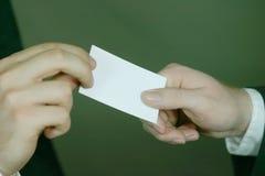 ανταλλαγή επαγγελματικών καρτών Στοκ εικόνες με δικαίωμα ελεύθερης χρήσης