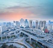 Ανταλλαγή πόλεων στο σούρουπο στοκ εικόνα