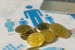 Ανταλλαγή Bitcoin στη γραφική παράσταση ανάλυσης στοκ εικόνες
