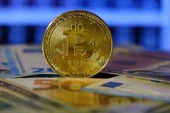 Ανταλλαγή Bitcoin στο δολάριο και το ευρώ Χρυσός Cryptocurrency bitcoin στοκ εικόνες
