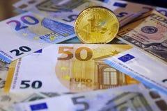 Ανταλλαγή Bitcoin στο δολάριο και το ευρώ Χρυσός Cryptocurrency bitcoin στοκ εικόνα