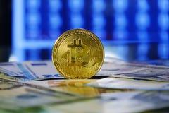 Ανταλλαγή Bitcoin στο δολάριο και το ευρώ Χρυσός Cryptocurrency bitcoin στοκ φωτογραφία με δικαίωμα ελεύθερης χρήσης