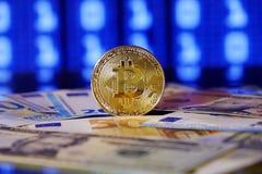 Ανταλλαγή Bitcoin στο δολάριο και το ευρώ Χρυσός Cryptocurrency bitcoin στοκ φωτογραφίες με δικαίωμα ελεύθερης χρήσης