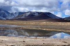 Αντανάκλαση βουνών στοκ εικόνες με δικαίωμα ελεύθερης χρήσης