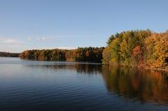 αντανάκλαση λιμνών φθινοπώ&rh Στοκ Φωτογραφία