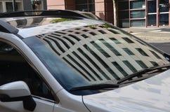 Αντανάκλαση οικοδόμησης στο παράθυρο αυτοκινήτων, Πόρτλαντ, Όρεγκον Στοκ φωτογραφία με δικαίωμα ελεύθερης χρήσης