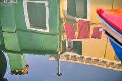 Αντανάκλαση στο κανάλι στη Βενετία, ΙΤΑΛΙΑ στοκ φωτογραφία