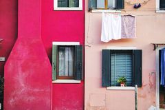 Αντανάκλαση στο κανάλι στη Βενετία, ΙΤΑΛΙΑ στοκ φωτογραφία με δικαίωμα ελεύθερης χρήσης