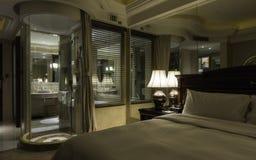 αντανάκλαση του εσωτερικού ενός δωματίου ξενοδοχείου Στοκ Εικόνες