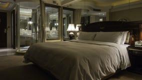 αντανάκλαση του εσωτερικού ενός δωματίου ξενοδοχείου Στοκ φωτογραφία με δικαίωμα ελεύθερης χρήσης