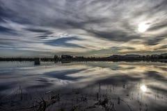 Αντανάκλαση το ηλιοβασίλεμα στο νερό στοκ φωτογραφία με δικαίωμα ελεύθερης χρήσης