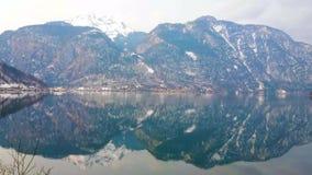 Αντανάκλαση των Άλπεων στη λίμνη Hallstattersee, Hallstatt, Αυστρία φιλμ μικρού μήκους