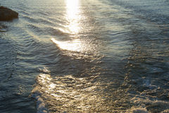 Αντανάκλαση ήλιων στο νερό σε χιλιάες νησιά Στοκ Εικόνες