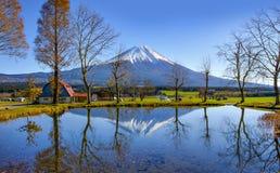 Αντανάκλαση βουνών του Φούτζι σε Fumotoppara Campground, Fujinomiya, Σιζουόκα Στοκ εικόνα με δικαίωμα ελεύθερης χρήσης