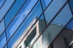 Αντανάκλαση γυαλιού ενός κτηρίου Στοκ Εικόνες