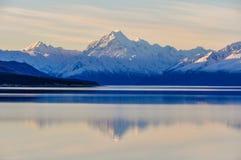 Αντανάκλαση ηλιοβασιλέματος στο υποστήριγμα Cook στη Νέα Ζηλανδία Στοκ φωτογραφίες με δικαίωμα ελεύθερης χρήσης