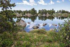 Αντανάκλαση λιμνών υψηλών βουνών στοκ φωτογραφία με δικαίωμα ελεύθερης χρήσης