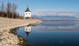 Αντανάκλαση καθρεφτών στη λίμνη Στοκ εικόνα με δικαίωμα ελεύθερης χρήσης