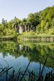 Αντανάκλαση καταρρακτών ` s στο πάρκο λιμνών Plitvicka Στοκ Εικόνες