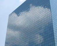 Αντανάκλαση κτιρίου γραφείων Στοκ Εικόνα